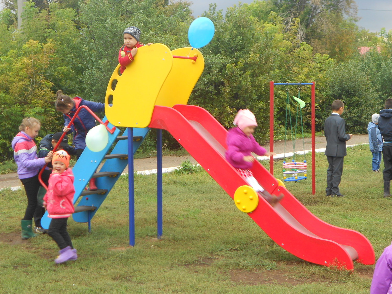Сценарий на детской игровой площадке
